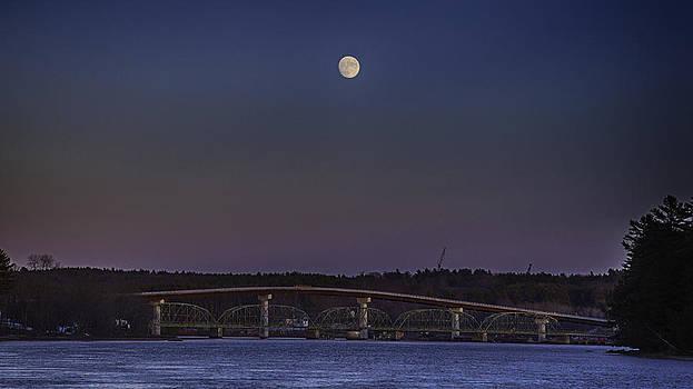 Last moon rise by David Hufstader