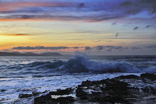 Last wave before sunset by Tony Reddington