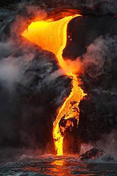 Lava flow in Hawaii by Johan Elzenga
