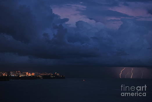 Lightening by Erhan OZBIYIK