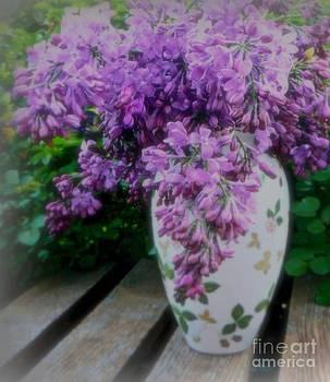 Diana Besser - Lilacs Perfume