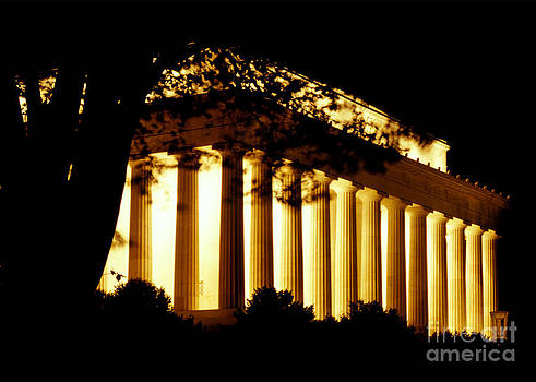 Lincoln Memorial at Night by Gregory Schultz