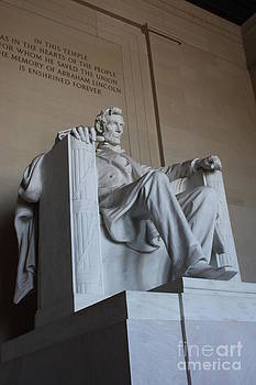Lincoln Memorial by Jaime  Manning