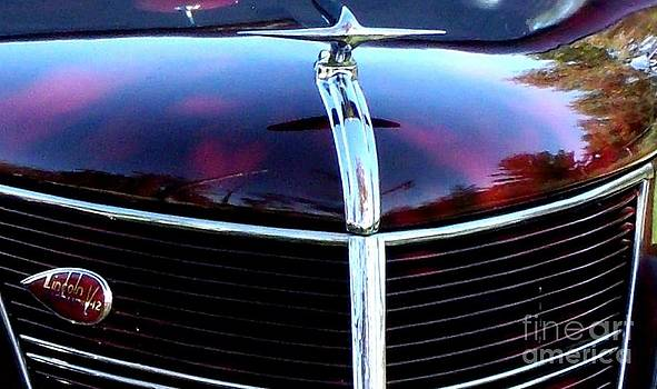 Gail Matthews - Lincoln Zephyr 1937 Hood Ornament