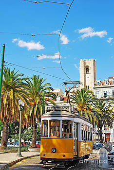 Lisbon tram by Luis Alvarenga