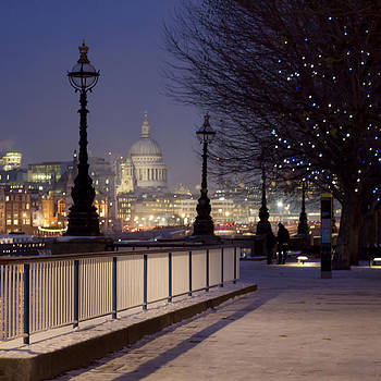 London blue nights  by Alejandra Pinango