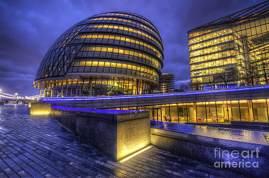 Yhun Suarez - London City Hall