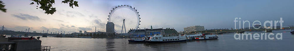 London Eye Panoramic by Donald Davis