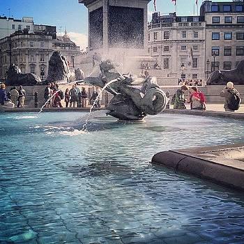 #london #piccadelly #water #uk by Abdelrahman Alawwad