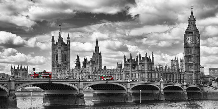 Melanie Viola - LONDON River Thames and Red Buses on Westminster Bridge