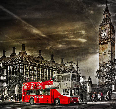 Ludmila Nayvelt - London Sightseeing Tours bus