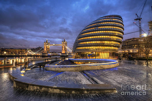 Yhun Suarez - London Tower Bridge And City Hall