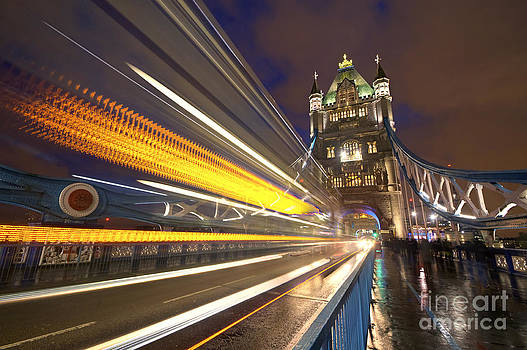 Yhun Suarez - London Tower Bridge Lite Trails