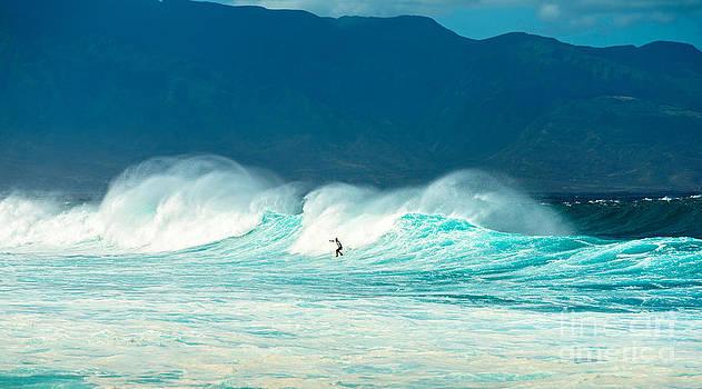 Jamie Pham - Lone Surfer