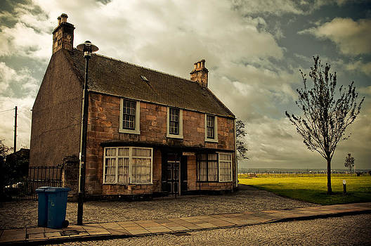 Jenny Rainbow - Lonely House on the Shore of the River Forth. Culross Sketches. Scotland