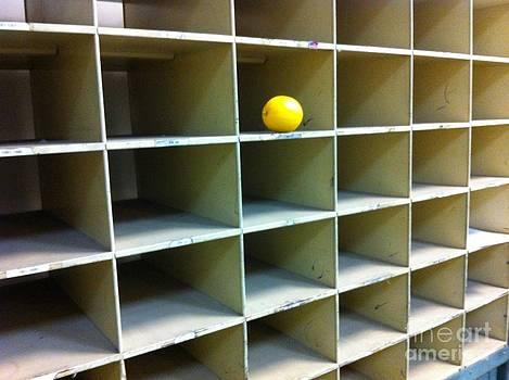 Lonely Lemon by WaLdEmAr BoRrErO