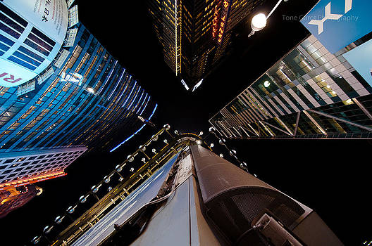 Looking Up by Tone Garot