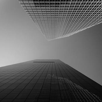 Looking Upwards - black and white - New York City by Thomas Richter