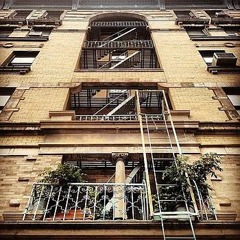 #lookupclub #ilookup #newyork #iloveny by Alejandra Lara