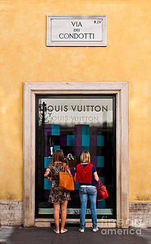 Louis Vuitton store by Luis Alvarenga