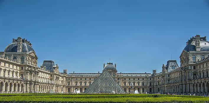 Pam  Elliott - Louvre in Paris France
