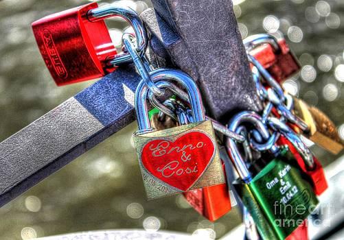 Ines Bolasini - Love Locks
