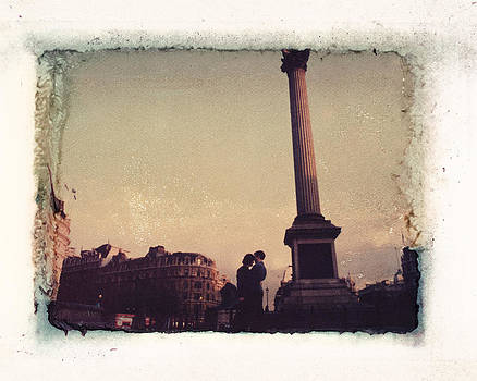 Matthew Lit - Lovers in Trafalgar Square