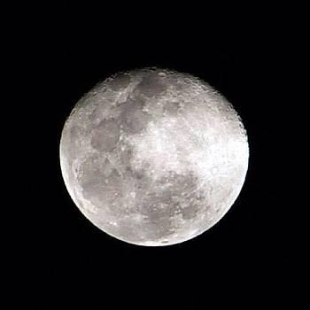 Lua Azul De Hoje. Boa Noite! by Anna Barros