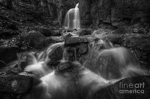 Yhun Suarez - Lumsdale Falls 1.0 BW