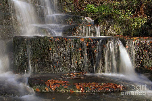 Lumsdale falls by Steev Stamford