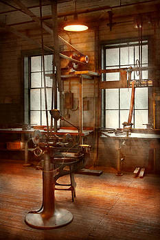 Mike Savad - Machinist - A lone grinder