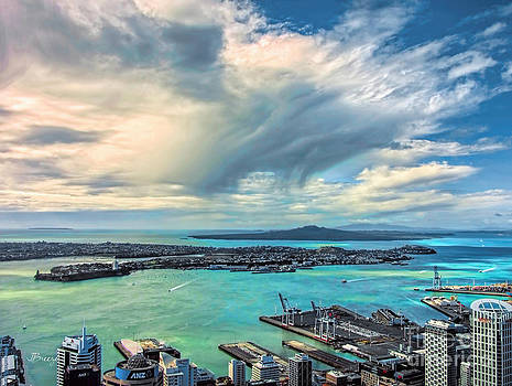 Aucklands Mad Cloud by Jennie Breeze