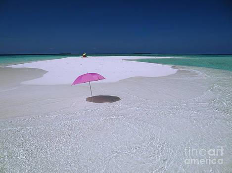 Maldives 04 by Giorgio Darrigo