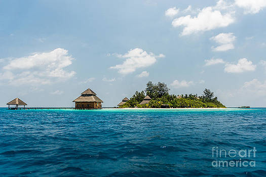 Maldives - In the middle of nowhere by Hannes Cmarits