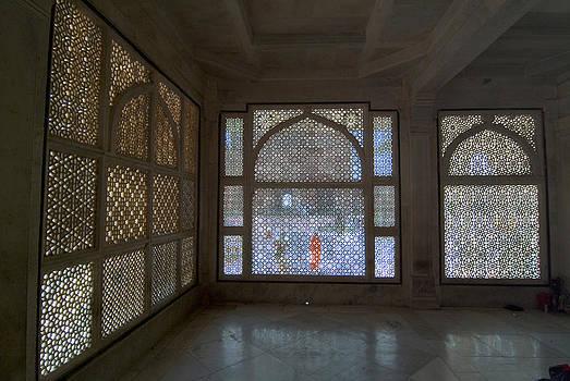 Devinder Sangha - Marble room with screens