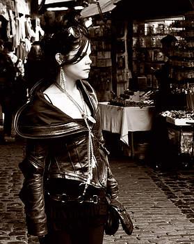 Market Girl by Glenn Hewitt