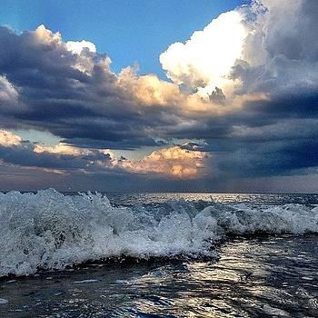 #marshfield  #mass #waves #sunreflection by Eugene Bergeron
