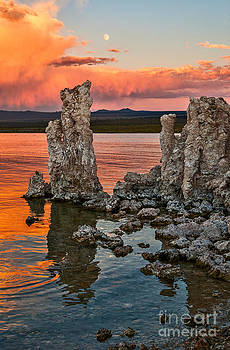 Jamie Pham - Martian Moonrise - Sunset view of the strange Tufa Towers of Mono Lake with the moonrise.