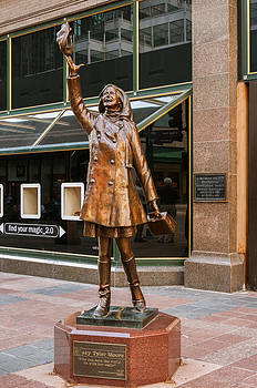 Mary Tyler Moore Statue by Lonnie Paulson