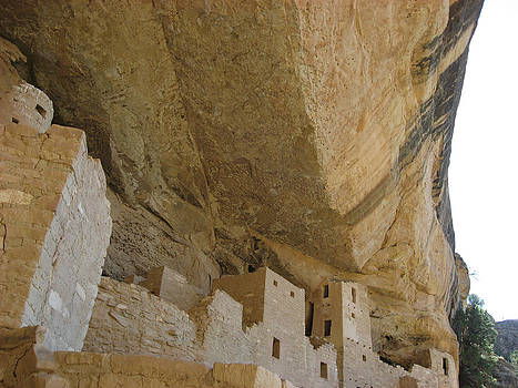 Mesa Verde Cliff Dwelling 2 by Paul Thomas