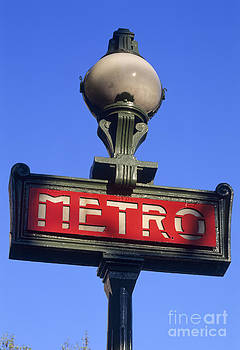 Metro sign by Derek Croucher
