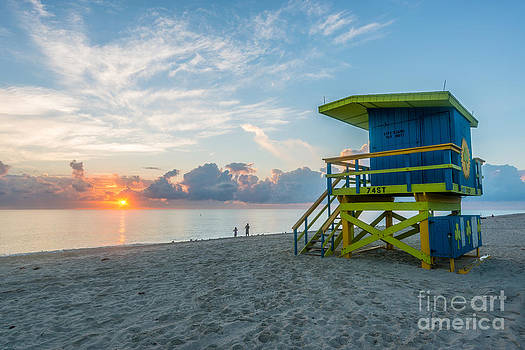 Ian Monk - Miami Beach - 74th Street Sunrise - Lifeguard Hut