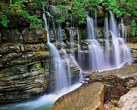 Middle Creek Falls by Ben  Keys Jr