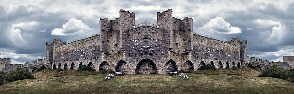 Dreamland Media - Mighty Medieval City Wall defences. Panorama