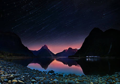 Milford sound with startrails by Weerapong Chaipuck
