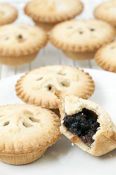 Mince Pies by Gillian Dernie
