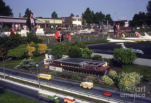 Bob Phillips - Miniature Airport and Freeway