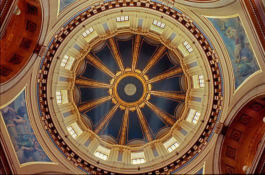 Minnesota Capitol Rotunda by Lonnie Paulson
