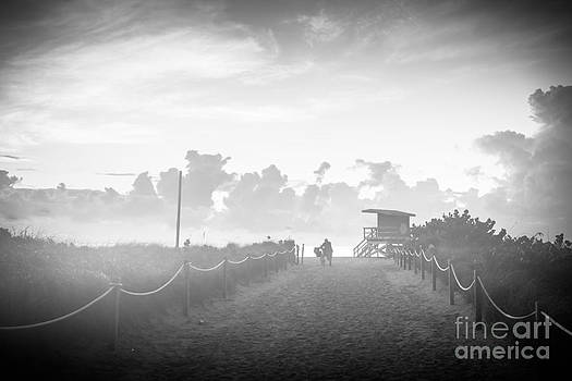Ian Monk - Misty beach entrance - Miami Beach - Florida - Black and White