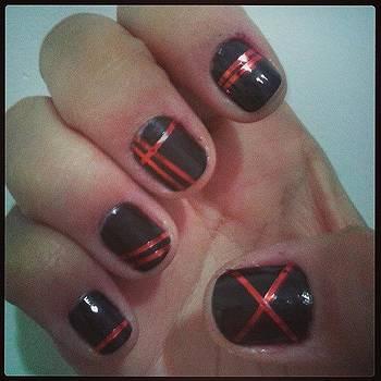 Mão Direita #projetounhabonita by Isis Tomie